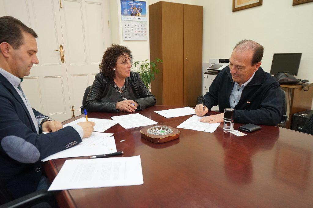 El Ayuntamiento y Cruz Roja renuevan su convenio de colaboración para la atención a personas sin hogar