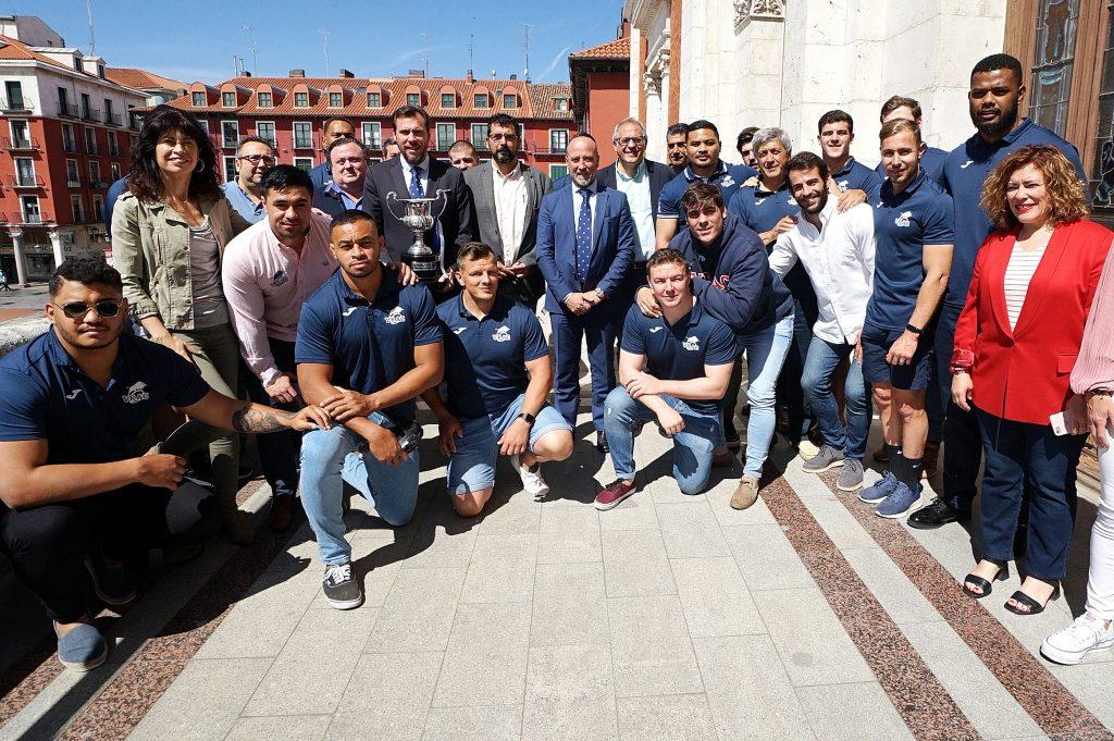 El Ayuntamiento recibe al VRAC Quesos Entrepinares tras alzarse con su 9ª liga