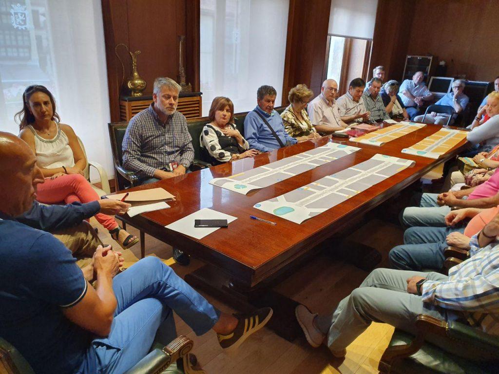 El alcalde de León anuncia la instalación de la señalización para la semipeatonalización de la avenida Ordoño II